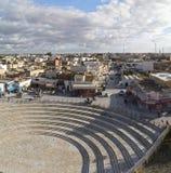 El Jem从Thysdrus罗马圆形剧场,突尼斯的马赫迪耶省的一个镇的城市视图 库存照片