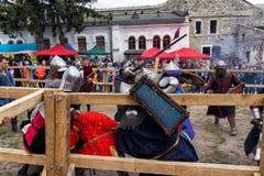 El Jousting lucha festival del puesto avanzado medieval 2016 de la cultura en Kamenetz-Podolsk Fotografía de archivo