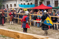 El Jousting lucha festival del puesto avanzado medieval 2016 de la cultura en Kamenetz-Podolsk Fotos de archivo