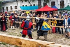 El Jousting lucha festival del puesto avanzado medieval 2016 de la cultura en Kamenetz-Podolsk Imagenes de archivo