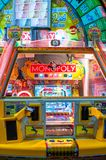 El juego de arcada de la edición del empujador de la moneda del monopolio manufacturado por la compañía japonesa de Sega, se basa imágenes de archivo libres de regalías