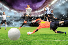 El juego de fútbol Imagenes de archivo