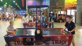 El juego y los niños, niños es felices Fotografía de archivo