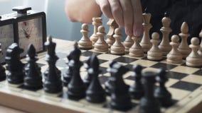 El jugador ajusta la figura antes del juego