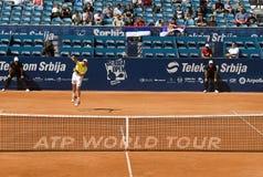 El jugador Blaz Kavcic sirvió una bola Imagen de archivo