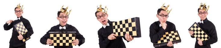 El jugador de ajedrez divertido aislado en blanco imagen de archivo