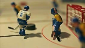 El jugador de hockey anota el duende malicioso almacen de video