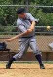 El jugador de la bola balancea el palo Fotos de archivo libres de regalías