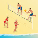 El jugador de la bola del voleo de la playa salta en la red e intenta bloques la bola Concepto activo del día de fiesta del veran Foto de archivo libre de regalías
