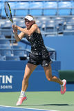 El jugador de tenis profesional Caroline Wozniacki practica para el US Open 2014 en Billie Jean King National Tennis Center Foto de archivo