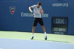 El jugador de tenis profesional Grigor Dimitrov practica para el US Open 2013 en Louis Armstrong Stadium Fotos de archivo