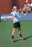 El jugador de tenis profesional Tommy Haas durante la primera ronda escoge el partido en el US Open 2013 Imágenes de archivo libres de regalías