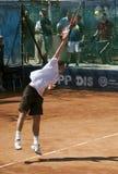 El jugador de tenis sirvió un ball-3 Foto de archivo libre de regalías
