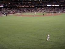 El jugador mira hacia la muchedumbre durante un juego de Giants foto de archivo