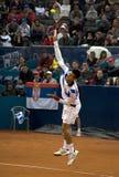 El jugador N.Djokovic sirvió una bola Fotos de archivo