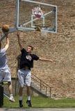 El jugador tiró la bola Fotos de archivo