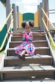 El jugar africano de la muchacha de Ameican imagenes de archivo