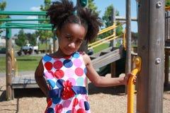 El jugar africano de la muchacha de Ameican Foto de archivo libre de regalías