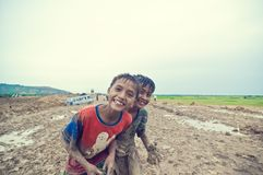 El jugar camboyano pobre del cabrito Imagen de archivo