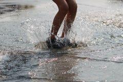 El jugar con agua Fotografía de archivo
