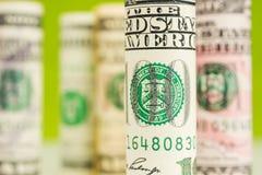 El jugar con el foco del billete de banco americano del dólar rueda Foto de archivo