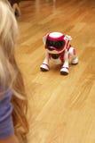 El jugar con el robodog Foto de archivo