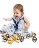 El jugar con las bolas de la Navidad Imagenes de archivo