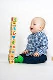 El jugar con los bloques de madera Fotos de archivo libres de regalías