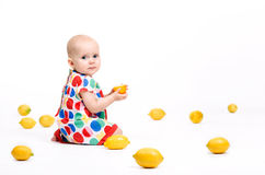 El jugar con los limones Fotografía de archivo libre de regalías