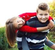 El jugar con mi pequeña hermana Foto de archivo libre de regalías