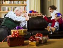 El jugar de abuelo Imagen de archivo libre de regalías
