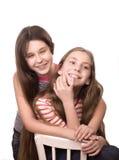 El jugar de dos adolescentes aislado en blanco Fotografía de archivo