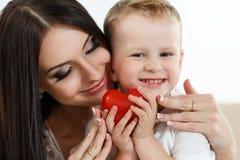 El jugar de la madre y del hijo Imágenes de archivo libres de regalías