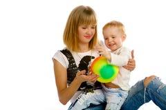 El jugar de la mamá y del hijo Imagen de archivo libre de regalías