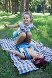 El jugar de la mama y de la hija Foto de archivo libre de regalías