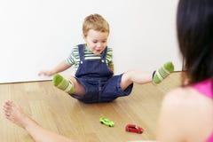 El jugar de la mama y del niño Foto de archivo libre de regalías