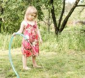 El jugar de la muchacha Imagen de archivo
