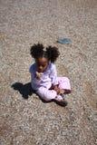 El jugar de la muchacha del afroamericano Fotografía de archivo libre de regalías