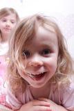 El jugar de las chicas jóvenes Fotografía de archivo