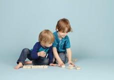 El jugar de los niños Imagenes de archivo