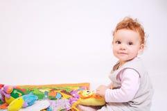 El jugar del bebé del Redhead Fotografía de archivo