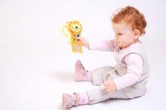 El jugar del bebé del Redhead Fotos de archivo libres de regalías