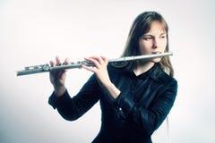 El jugar del músico del flautista del instrumento de música de la flauta Fotos de archivo libres de regalías
