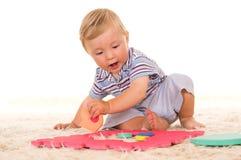 El jugar del niño pequeño Fotografía de archivo