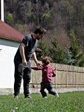 El jugar del padre y del niño Fotos de archivo libres de regalías