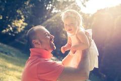 El jugar del papá y de la hija Imagen de archivo