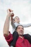 El jugar del papá y del hijo Foto de archivo