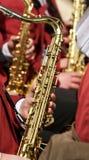 El jugar del saxofón Foto de archivo