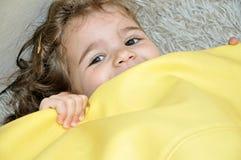 El jugar dulce de la chica joven Foto de archivo libre de regalías