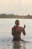 El jugar en el agua Imagen de archivo libre de regalías